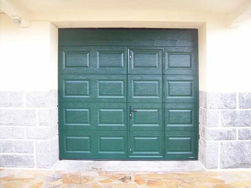 porte de garage sur mesure avec portillon