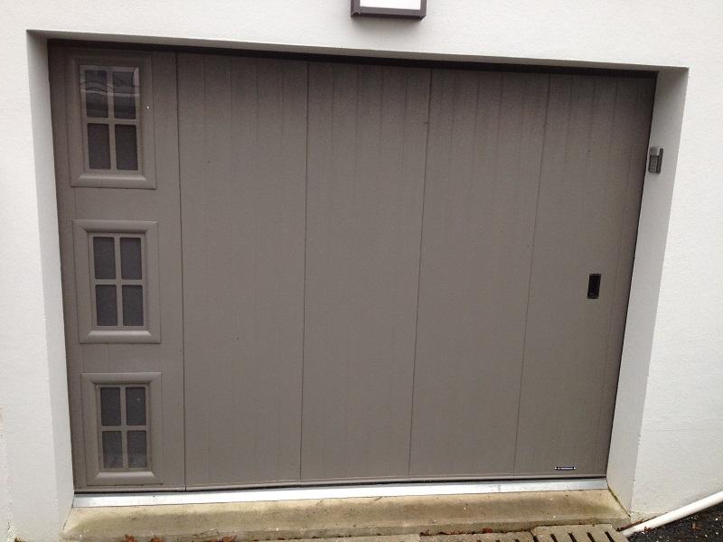 Porte de garage avec hublot images for Porte interieure coulissante avec hublot